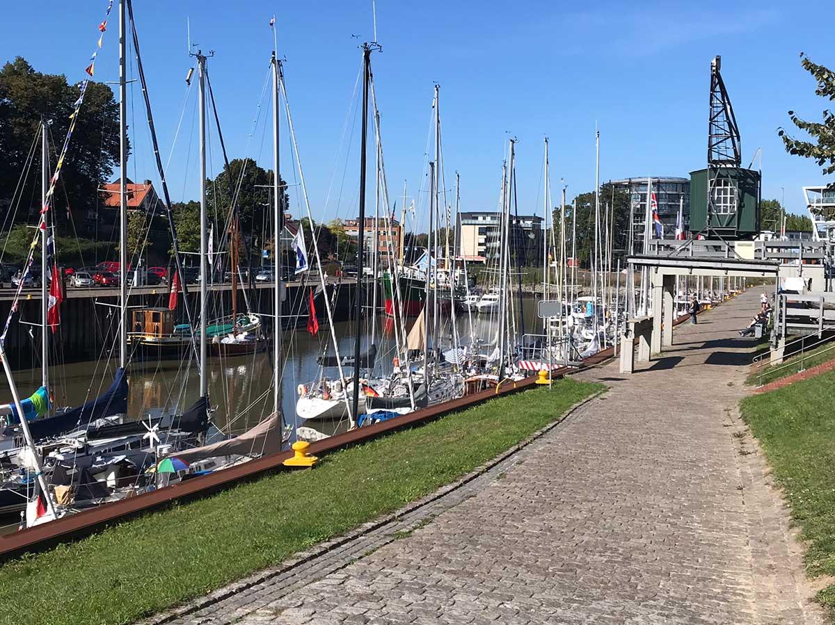 stadthafen-mit-segelschiffen_2